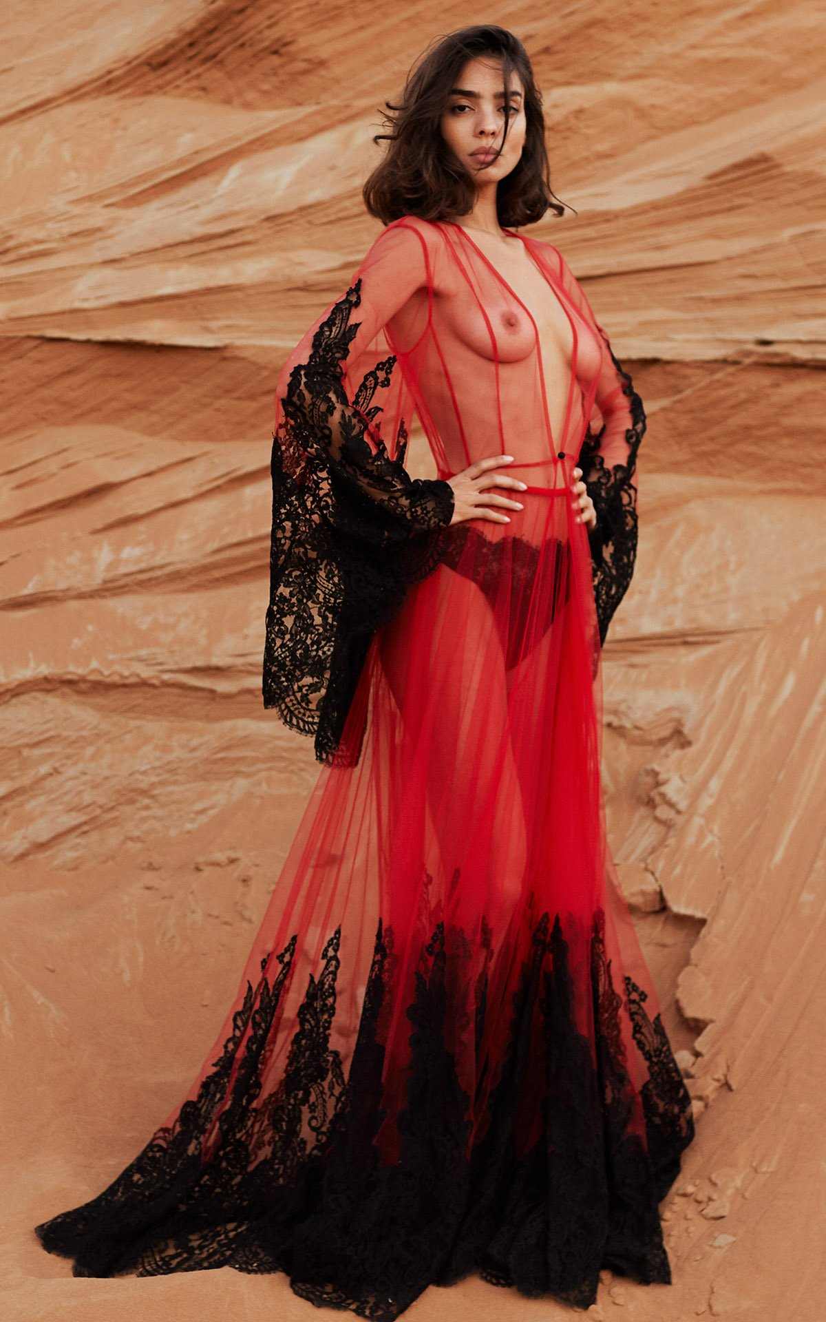 ROSAMOSARIO_A-princess-called-Meera_Aroob-loving-for-my-husband_Tulle-and-lace-dress_Red_black_1