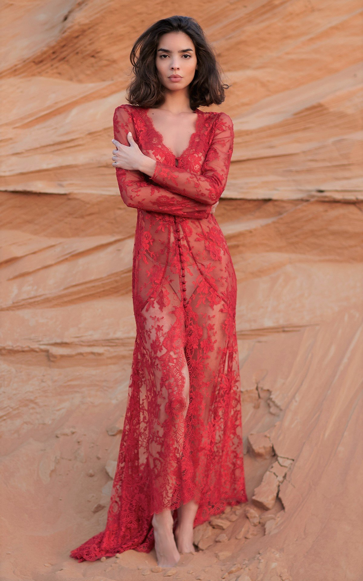 ROSAMOSARIO_A-princess-called-Meera_Munnera-bright-shine-of-light_Lace-dress_Red_2