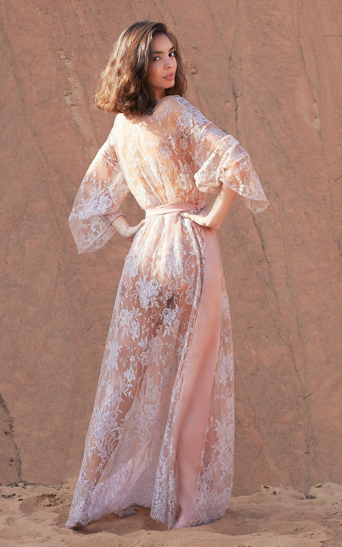 ROSAMOSARIO_A-princess-called-Meera_Rafiah-the-exquisite_Lace-robe_Silver-_-nude_4